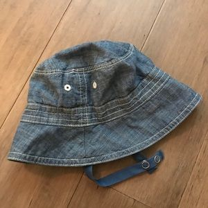 ✨5️⃣ for $🔟✨ Chambray bucket hat with strap